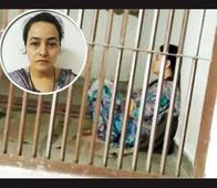 Honeypreet refuses to eat plain dal-roti, is given only a floor mat