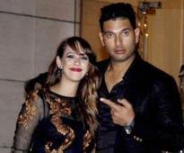 Yuvraj-Hazel shaadi: Barmy Army wants to see Broad dance