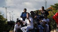Honduras: Opposition candidate leads mass protest, appeals for army support