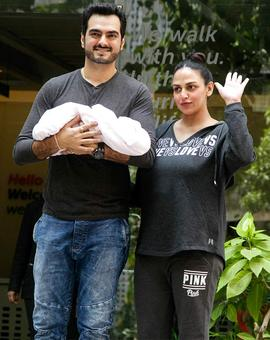 Video: First glimpse of Esha Deol's baby!