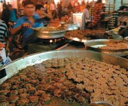Lucknow's iconic Tunday Kababi opts for chicken and mutton