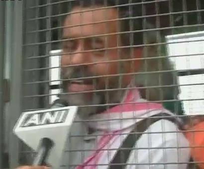 Yogendra Yadav, Medha Patkar stopped from entering Mandsaur