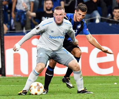Europa League: Fan trouble before Arsenal rally to win, Rooney's Everton lose