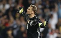 Keeper Neuer poised for more records