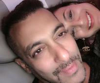 This is the most WEIRD selfie of Salman Khan with Ameesha Patel!