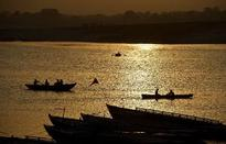 Boat capsizes in India, at least 19 dead