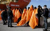 Nearly 100 migrants missing after boat sinks off Libya