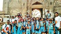 Pupils visit Shivneri, study archaeology, architecture