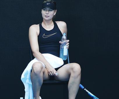 Struggling Sharapova splits with coach