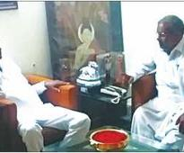 Political leaders call on Sreenivasa Prasad