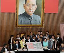 KMT occupies speaker podium in protest of blocked curriculum bill
