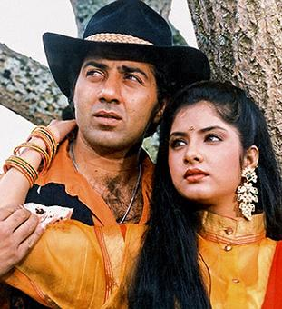 Quiz: Which actor from Tridev was replaced in Vishwatma?