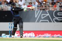 Guptill and Williamson power New Zealand as Pakistan attack loses steam in third ODI