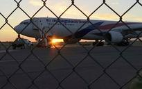 Malaysia Airlines passengers recall 'very violent shaking' as plane diverts to Alice Springs