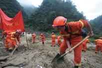 Shallow quake hits Tibet, causing landslides, 60 hurt