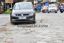 Udupi: Karnataka Rakshna Vedike protests, demands road repair at Manipal junction