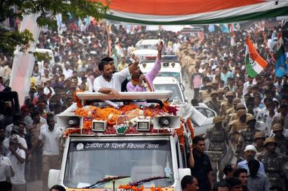 In UP, Rahul takes potshots at Akhilesh, PM's foreign tours