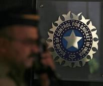 Srinivasan attends BCCI SGM, meet adjourned till Wednesday