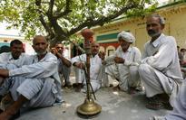 Muzaffarnagar: Jat panchayat bans use of mobile phones by girls