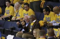Bernie Sanders Takes in Warriors Game in Search of California Comeback