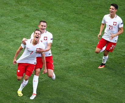 Euro 2016: Lewandowski takes on less glamorous role for Poland