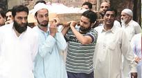 Muslims defy curfew to attend funeral of Kashmiri Pandit