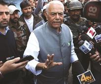 Top BJP leader Sinha meets Geelani over Kashmir crisis