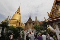 Heavy tourist traffic at Wat Phra Kaew