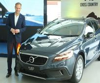 Volvo launches facelifted V40, V40 Cross Country in India