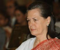 Sonia backs Chandy, but party launches unofficial probe