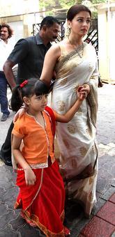PIX: Aishwarya attends her father's prayer meet