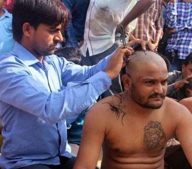 Ahead of Modis Gujarat visit, Hardik Patel and Patidar youths tonsure heads