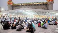 Power cuts, lack of prayer mats greet namazis at Mecca Masjid