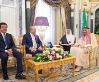 King Salman Receives Turkish Ministers of Foreign Affairs and Economy