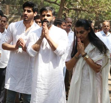 PIX: Amitabh-Abhishek attend Suniel Shetty's father's funeral