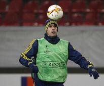 Van Persie overlooked as Netherlands launch comeback