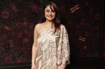 Sonia Agarwal, Prasanna in a cameo in Santhanam's film