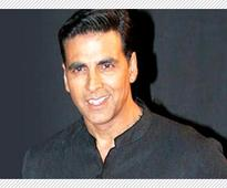 Akshay Kumar hits a six at Indo-Pak match