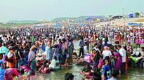 Collector reviews Pushkar Ghat works
