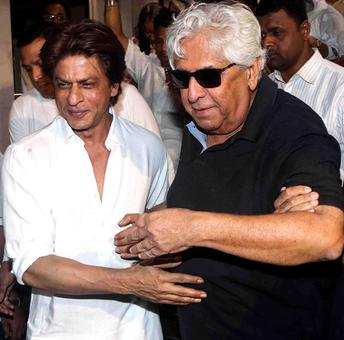 Shah Rukh Khan, Aziz Mirza at Kundan Shah's prayer meet