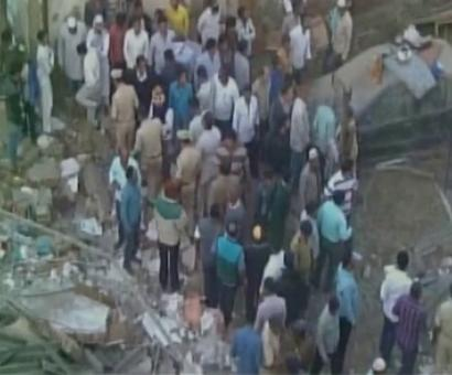 Nine injured in house collapse, 1 feared trapped near Mumbai