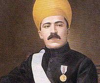 Demand to install the statues of Quli Qutub Shah and Osman Ali Khan