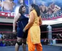 Video: Dressed in salwar kameez, this Punjabi woman pulls down a wrestler with ease