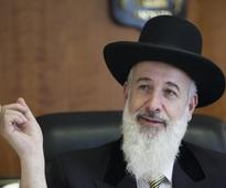 Former chief rabbi Metzger confesses to reduced bribery charges in plea