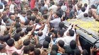 Jagan lambasts CM for apathy toward flood-ravaged farmers