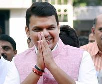 Chief Minister Devendra Fadnavis shown black flags over loan waiver demand