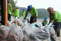 USM students and lecturers help tidy up popular forest reserve