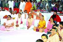 Entire Pandal goes devotional by Bhajans recited by CM Chouhan
