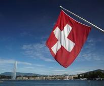 Swiss upper house backs immigration bill avoiding EU quotas