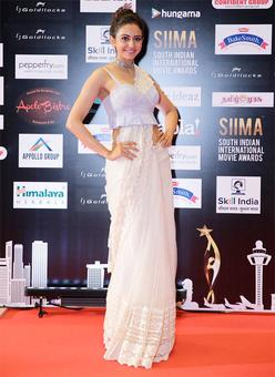 SIIMA 2016: Rakul Preet, Sonal Chauhan, Huma Qureshi sizzle on the red carpet
